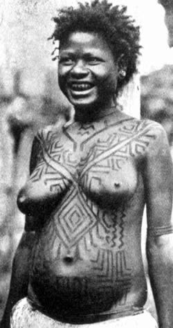 PAPUA_MEKEO_WOMAN_CHEST2013